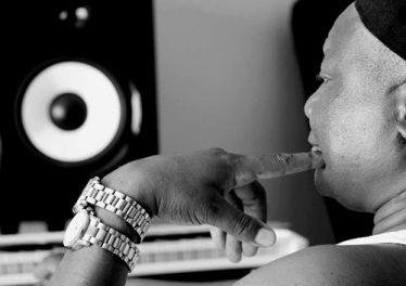 DJ Steve - Mmanthatile (feat. Uhuru) 2017